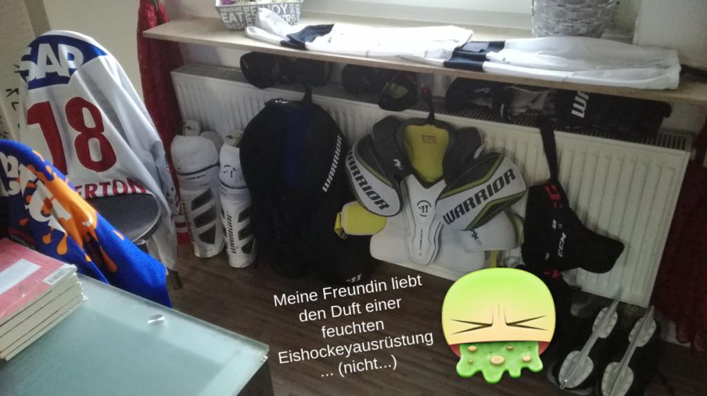 stinkende_eishockeyausruestung